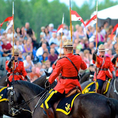 481px-Royal_Canadian_Mounted_Police_(RCMP)_Sunset_Ceremony_2012